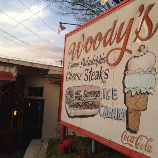 Foto scattata a Woody's Famous CheeseSteaks da rob h. il 3/18/2012