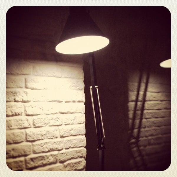 Foto scattata a Moska Bar da Kitson il 3/14/2012