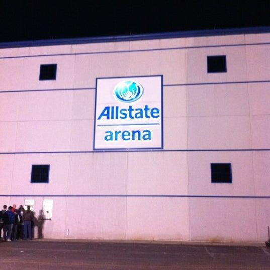 รูปภาพถ่ายที่ Allstate Arena โดย Michael B. เมื่อ 2/19/2012