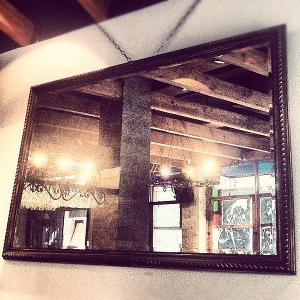 6/26/2012 tarihinde Merih G.ziyaretçi tarafından Mica Restaurant & Bar'de çekilen fotoğraf