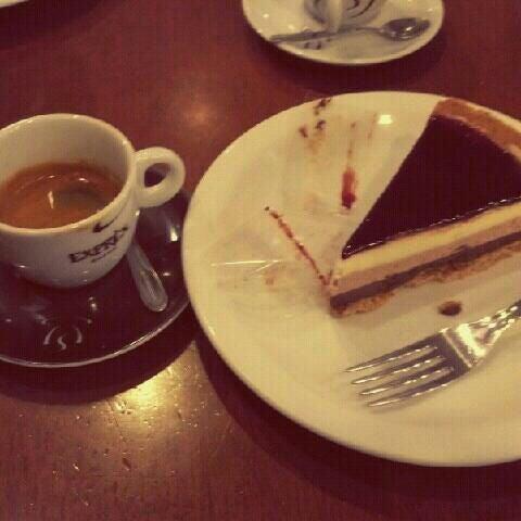 รูปภาพถ่ายที่ Exprèx Caffè โดย Bruna F. เมื่อ 5/3/2012