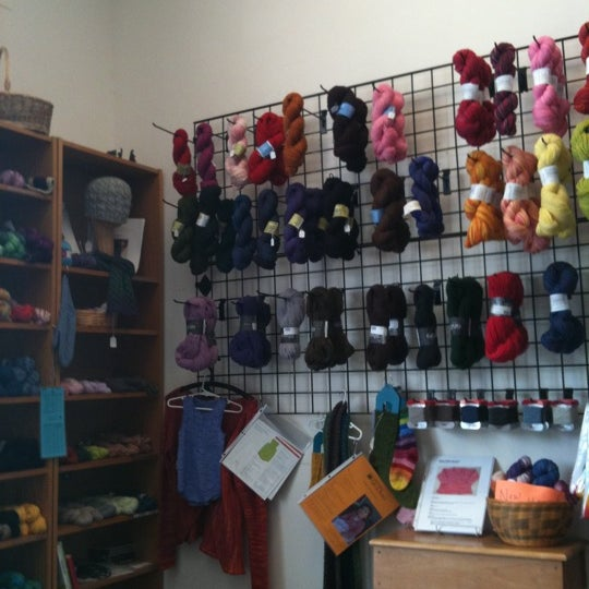 8/18/2011にColeen F.がCloverhill Yarn Shopで撮った写真