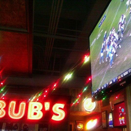 รูปภาพถ่ายที่ Bub's at the Ballpark โดย James H. เมื่อ 11/28/2011