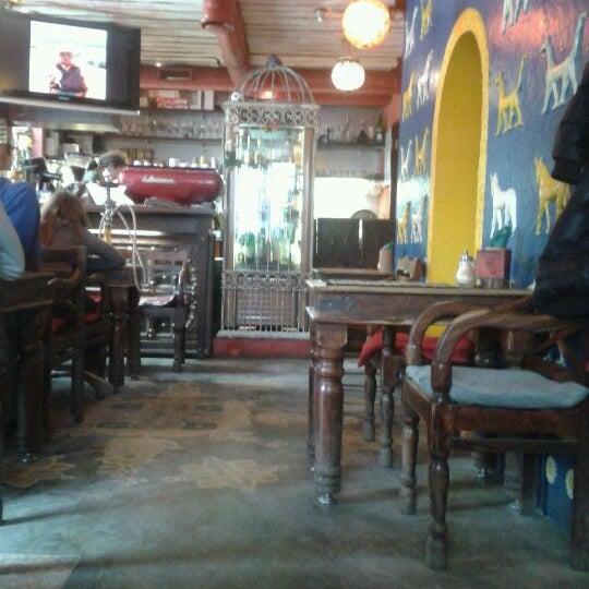 Снимок сделан в Кофейня «Кардамон» и лавка «Коллекция Пустяков» пользователем Sergey K. 3/17/2012