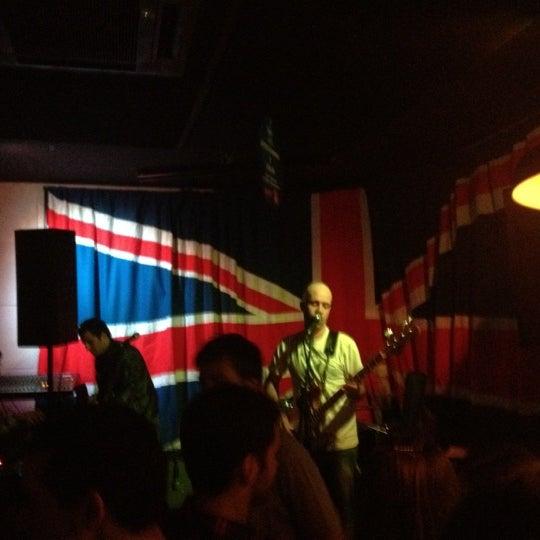 Снимок сделан в The Queen's Head пользователем Débora M. 5/13/2012