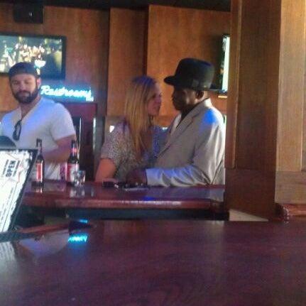10/2/2011에 Wyatt R.님이 Sneaky Pete's에서 찍은 사진