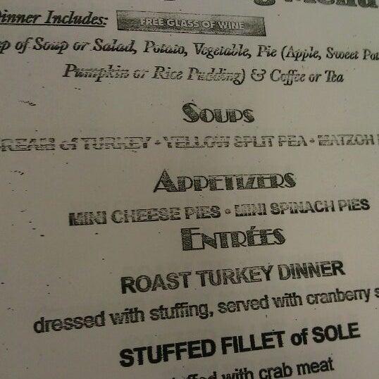 Das Foto wurde bei Squire's Diner von TRST am 11/24/2011 aufgenommen