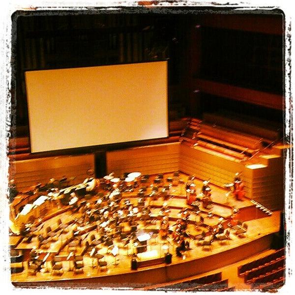 Foto tirada no(a) Morton H. Meyerson Symphony Center por Darren E. em 4/6/2012