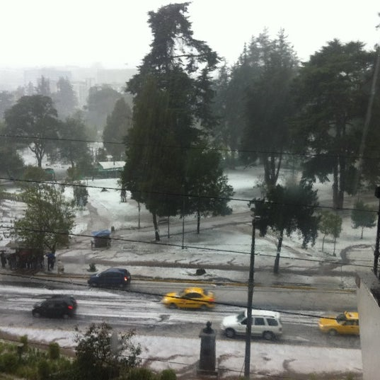 Foto diambil di Parque El Ejido oleh RF C. pada 8/18/2011