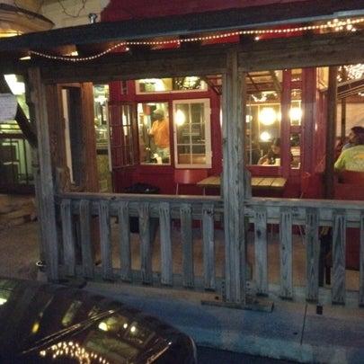 Foto scattata a Woody's Famous CheeseSteaks da Vernon K. il 7/27/2012