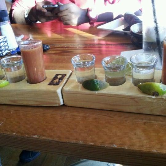Снимок сделан в TNT - Tacos and Tequila пользователем Malia C. 10/14/2011