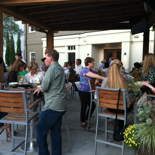 รูปภาพถ่ายที่ Fire Stone Wood Fired Pizza & Grill โดย Monica M. เมื่อ 5/16/2012