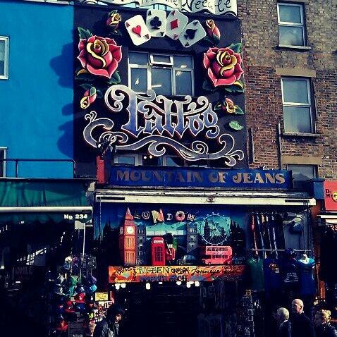 Foto tirada no(a) Camden Stables Market por Rosa d. em 10/31/2011