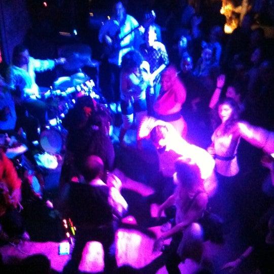 Photo prise au Mehanata Bulgarian Bar par Cookita NYC le11/20/2011