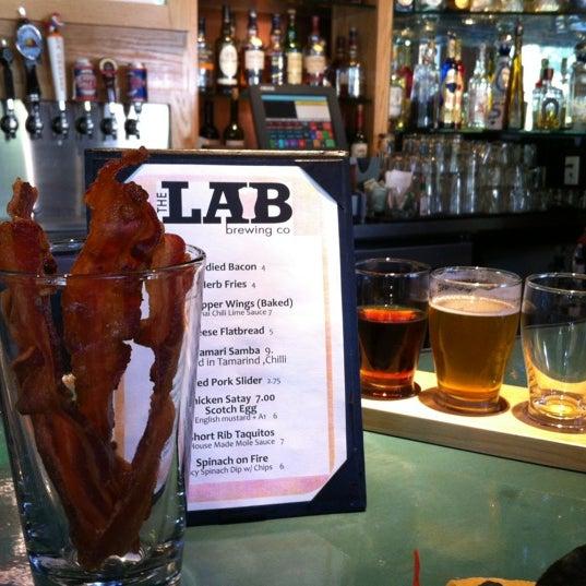 Das Foto wurde bei The Lab Brewing Co. von Becca B. am 6/9/2012 aufgenommen