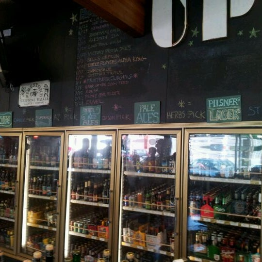 Das Foto wurde bei Uptown Market von Jared M. am 4/21/2012 aufgenommen