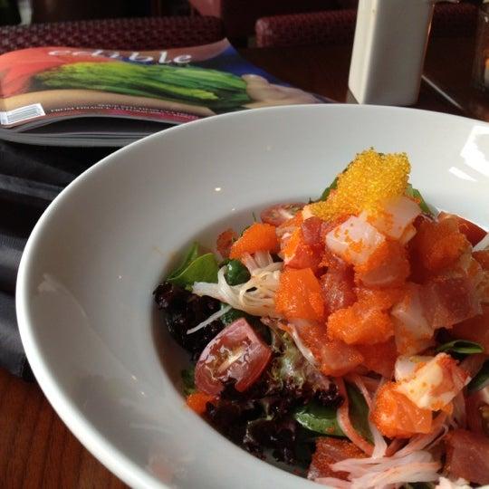 Photo prise au HaChi Restaurant & Lounge par Rehema T. le7/29/2012