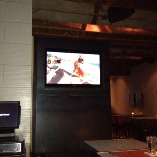 Das Foto wurde bei Uptown Tavern von Edward C. am 8/15/2012 aufgenommen