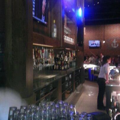 รูปภาพถ่ายที่ Tyler's Restaurant & Taproom โดย Adam S. เมื่อ 12/16/2011