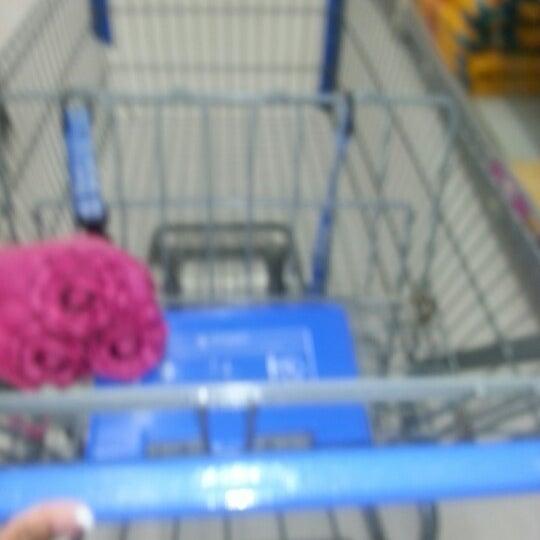 8/12/2012 tarihinde Arnita J.ziyaretçi tarafından Walmart'de çekilen fotoğraf