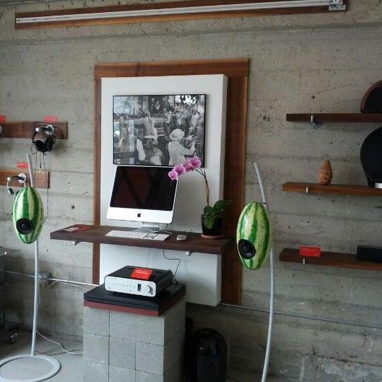 Das Foto wurde bei Elite Audio Coffee Bar von Ryan W. am 4/11/2012 aufgenommen