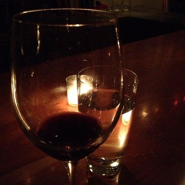 Foto scattata a Stonehome Wine Bar & Restaurant da Felio il 8/19/2012