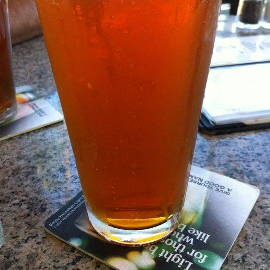 Foto scattata a Ryan's Grill da rheva l. il 6/3/2012