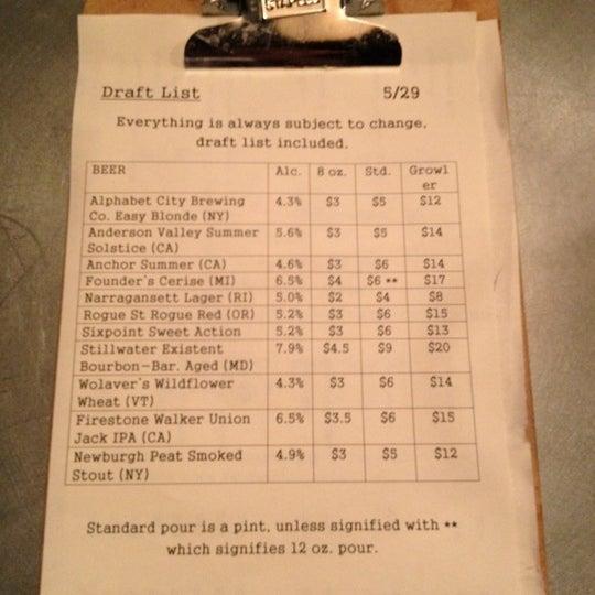 Das Foto wurde bei Alphabet City Beer Co. von Joshua O. am 5/29/2012 aufgenommen