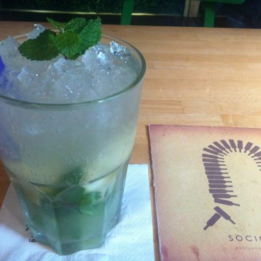 Das Foto wurde bei SOCIAL HOUSE von Anissa a. am 7/13/2012 aufgenommen