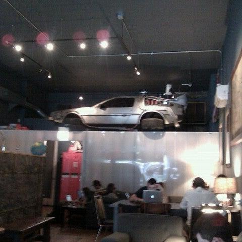 7/26/2012에 JenGa님이 The Wormhole Coffee에서 찍은 사진