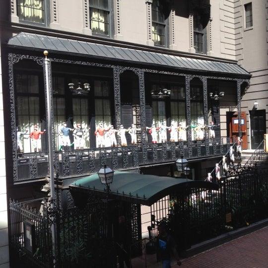 8/6/2012 tarihinde Chelle G.ziyaretçi tarafından 21 Club'de çekilen fotoğraf