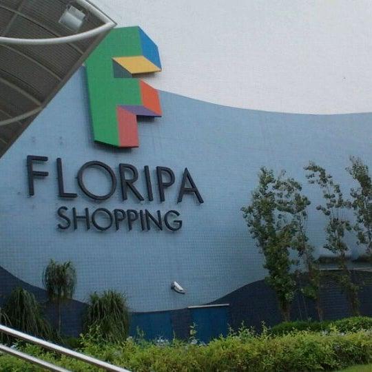 Foto tirada no(a) Floripa Shopping por FABRICIO S. em 3/10/2011