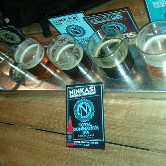 รูปภาพถ่ายที่ Ninkasi Brewing Tasting Room โดย Shreenath R. เมื่อ 7/8/2012