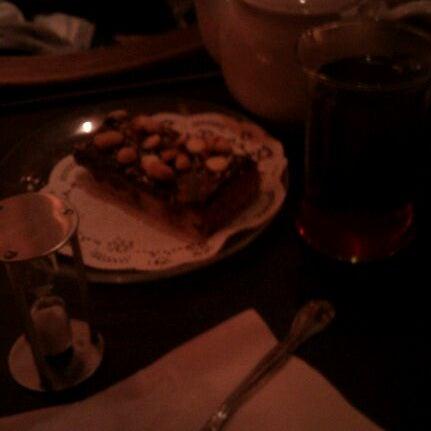รูปภาพถ่ายที่ Tea Zone & Camellia Lounge โดย Phil D. เมื่อ 10/21/2011
