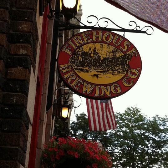 รูปภาพถ่ายที่ Firehouse Brewing Company โดย Pam H. เมื่อ 8/4/2011