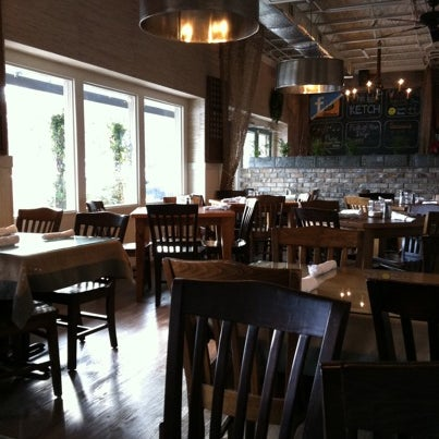 Foto tirada no(a) The Big Ketch Saltwater Grill por Cole S. em 12/29/2010