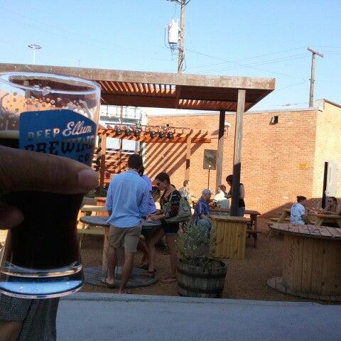 Photo prise au Deep Ellum Brewing Company par J. Damany D. le6/28/2012