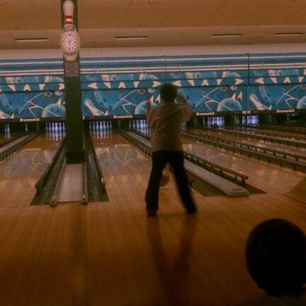 รูปภาพถ่ายที่ Park Tavern Bowling & Entertainment โดย Jason M. เมื่อ 5/6/2012