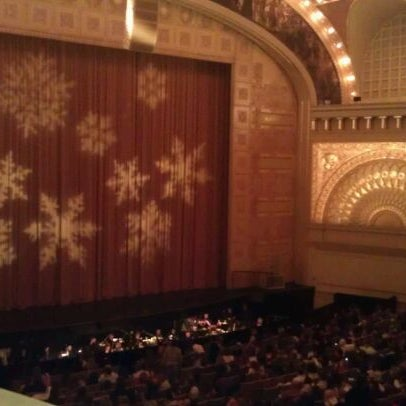 12/19/2011 tarihinde Sarah H.ziyaretçi tarafından Auditorium Theatre'de çekilen fotoğraf