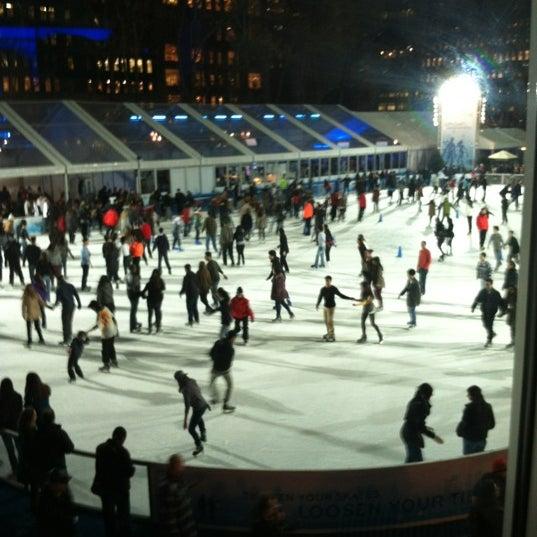Foto tomada en Celsius at Bryant Park por Tiffany F. el 12/22/2011