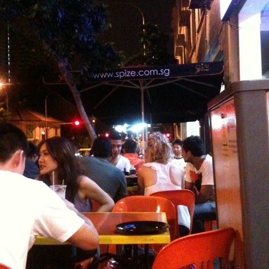 Always crowded after 230am onwards where pple after club dropby here to eat..