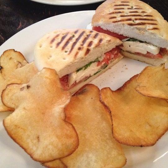 Снимок сделан в Cafe Firenze пользователем Lane G. 3/2/2012