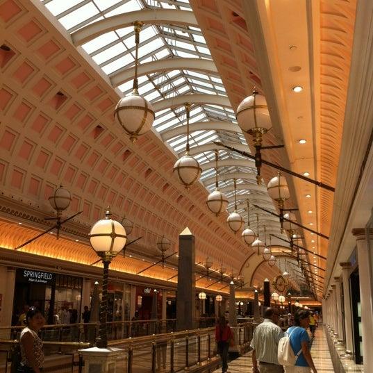 Foto tomada en Centro Comercial Gran Vía 2 por Pozzani S. el 8/18/2012