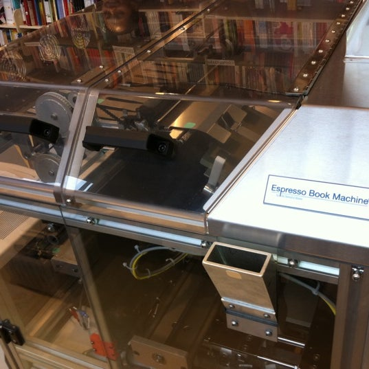 Foto tirada no(a) The American Book Center por Sebastiaan v. em 2/26/2011