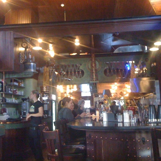 Foto scattata a Deluxe Station Diner da Erika S. il 2/26/2011