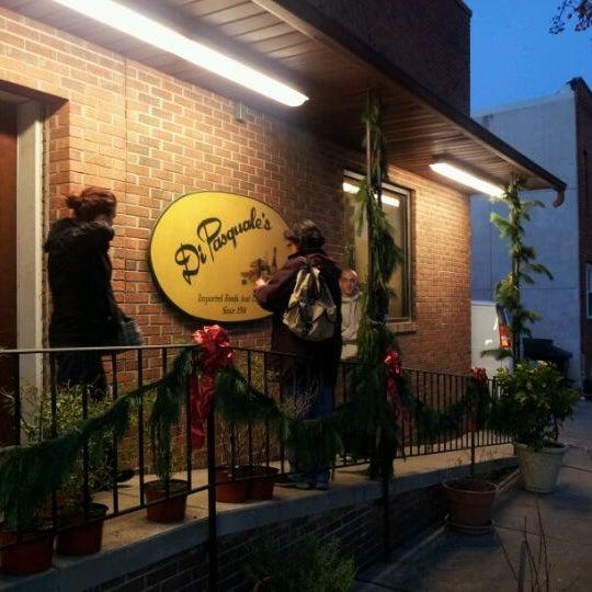Foto tirada no(a) Pete's Grille por Andy R. em 12/4/2011
