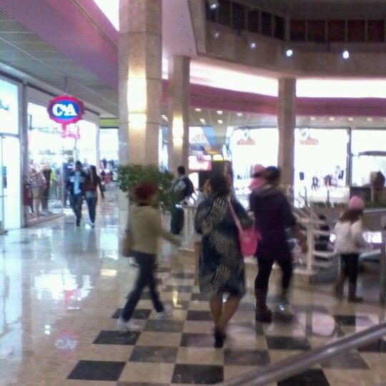 10/17/2011 tarihinde Helder K.ziyaretçi tarafından Shopping Center Penha'de çekilen fotoğraf