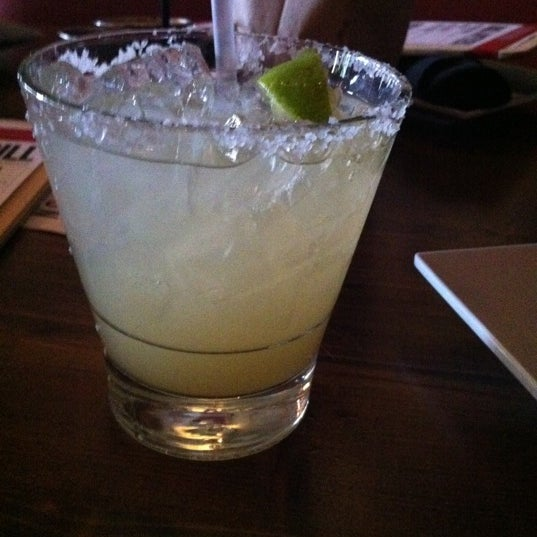 Снимок сделан в TNT - Tacos and Tequila пользователем Stephanie C. 7/22/2011