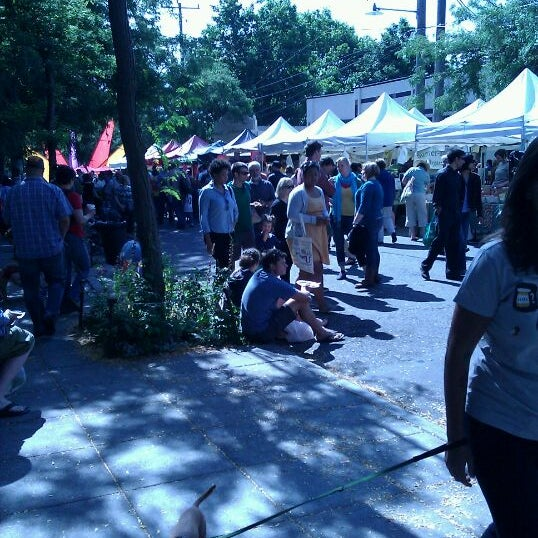 Photo prise au Ballard Farmer's Market par Nate G. le8/28/2011