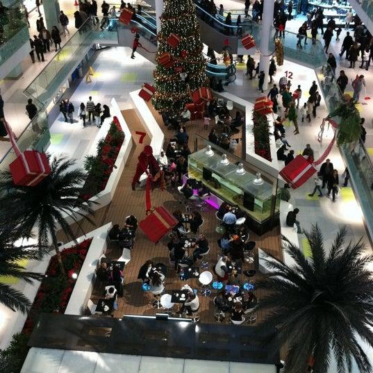 รูปภาพถ่ายที่ Athens Metro Mall โดย Mario P. เมื่อ 1/7/2011